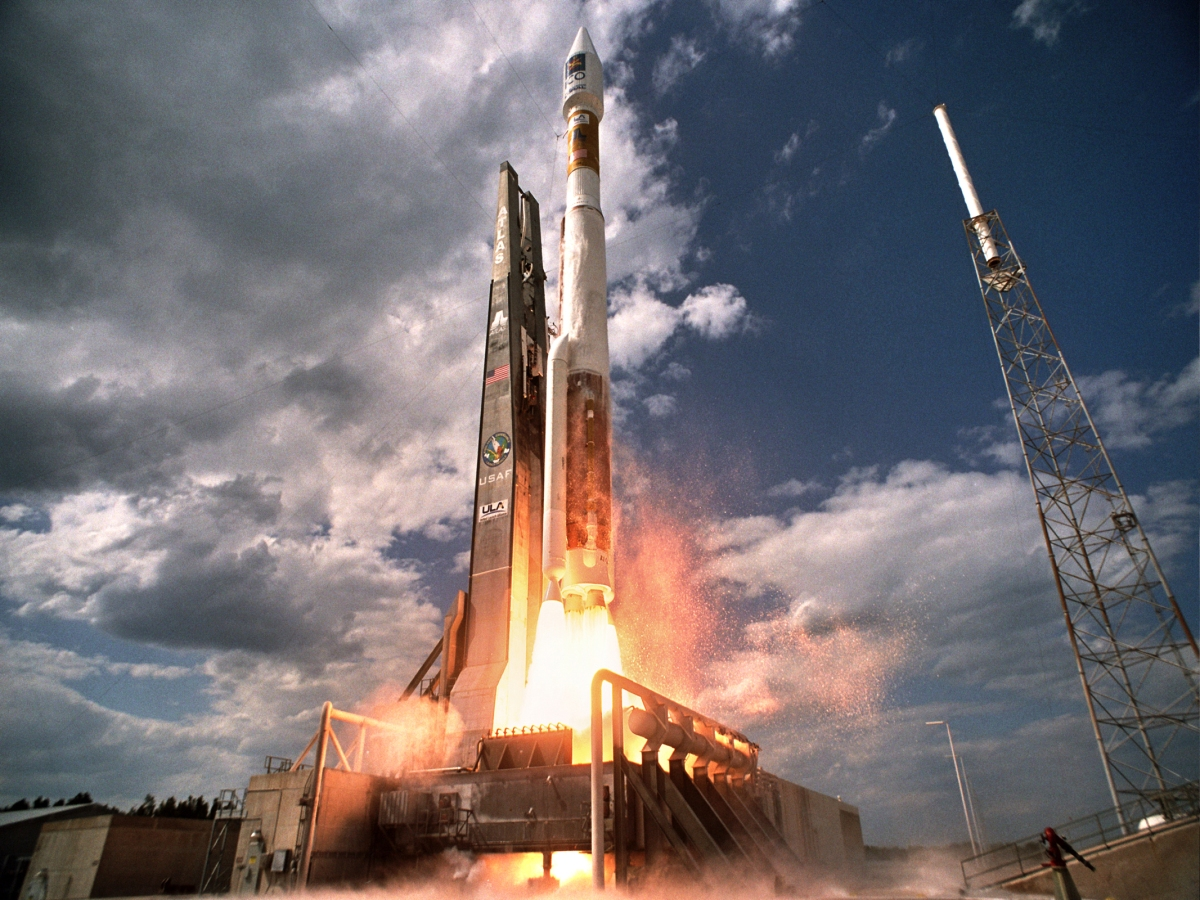 Como funcionam os foguetes?